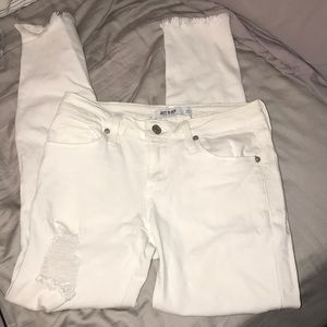 TRENDY RIPPED WHITE JEANS